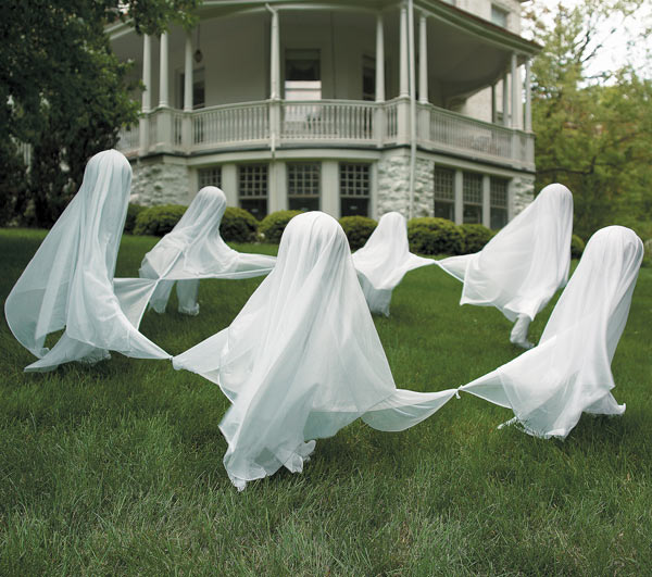 8 simple rules for ghosts wd fyfe for Easy homemade outdoor halloween decorations