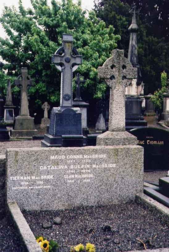 Maud_Gonne's_Grave