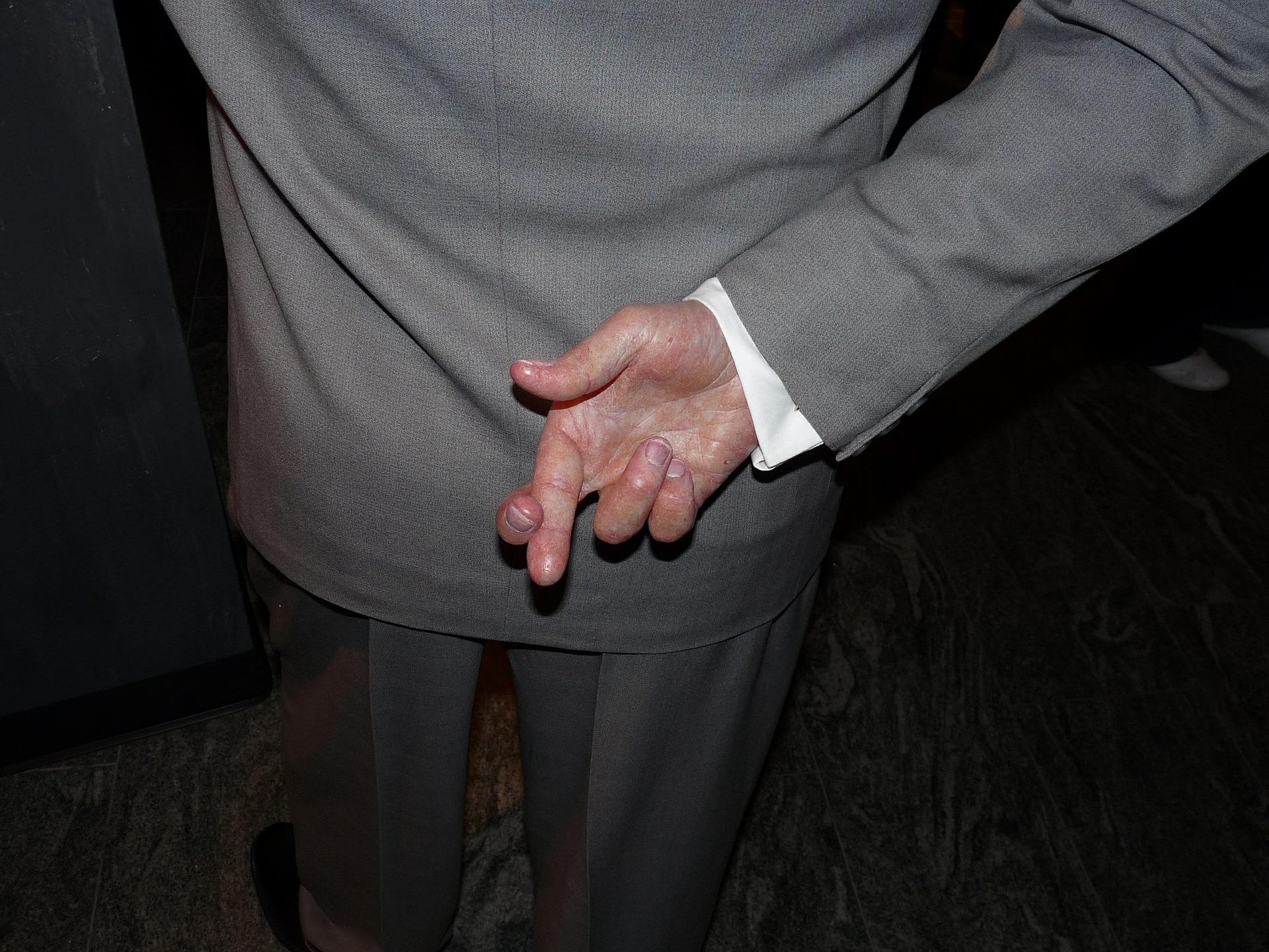 crossed-fingers